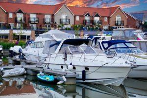 Båter i havn. Fotografi til artikkel om impregnering av båtkalesje.